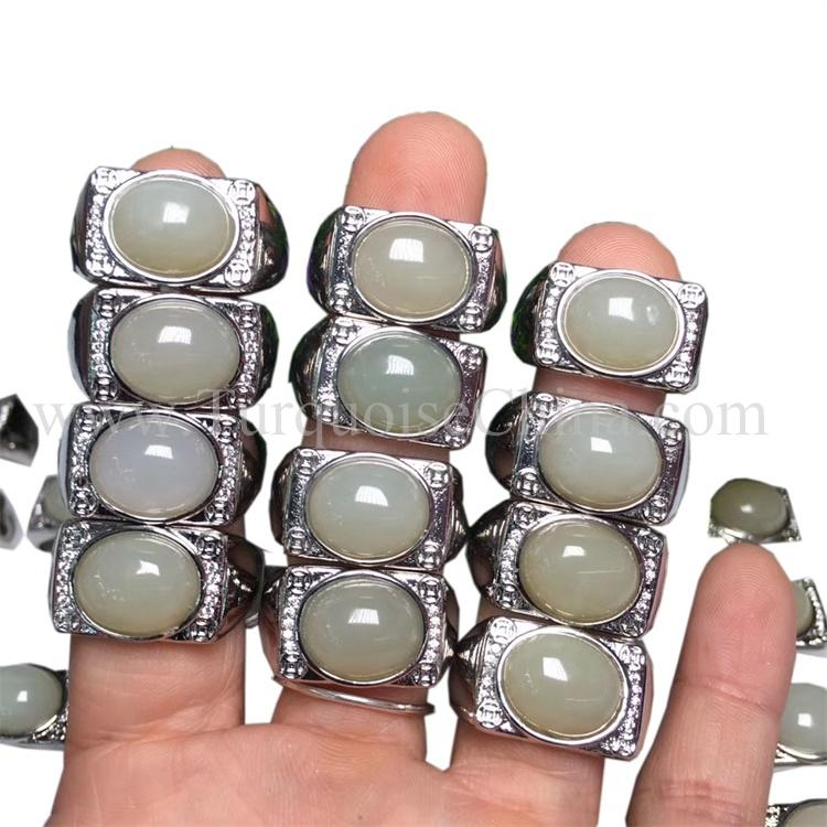 Glossy Premium Emerald Gemstone Bosselated White Ring For People's Love Wholesale