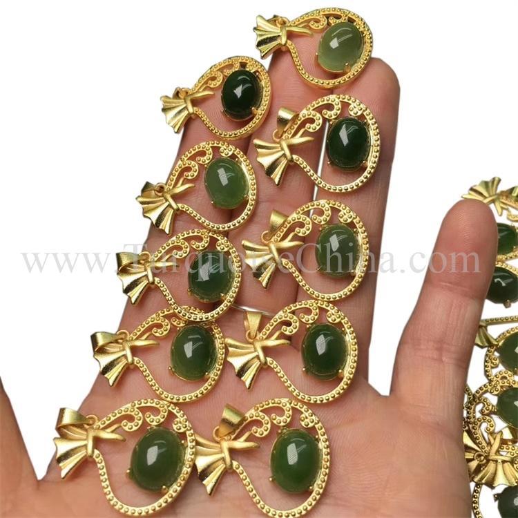 Glazed Endearing Full Green Jadeite Pendant High Class Cabochon Gemstone Fancy Gift